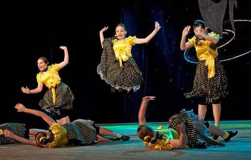 «Сегодня праздник у девчат» - ансамбль хореографических миниатюр «Арго» (г. Красноармейск)