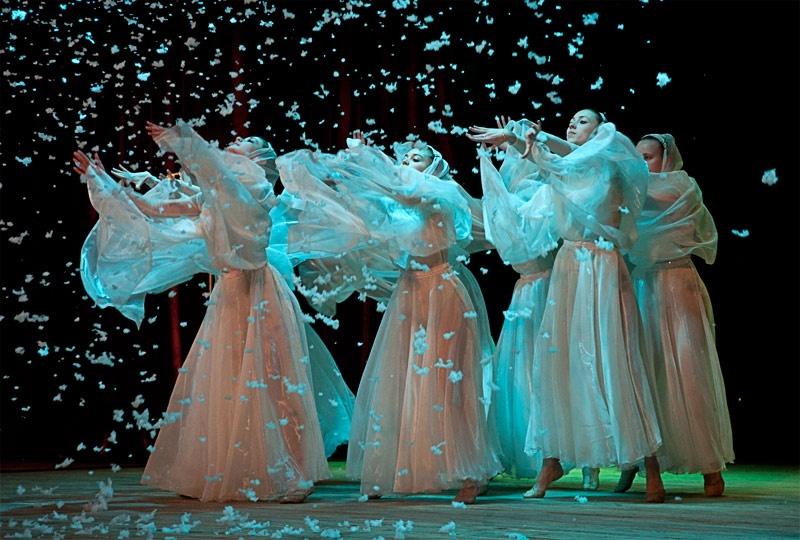 Хореографическая композиция в исполнении ансамбля современного танца «Максимум»