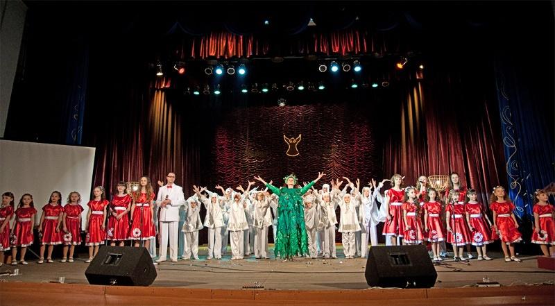 «С Рождеством» - финальная композиция в исполнении воспитанников Дворца культуры