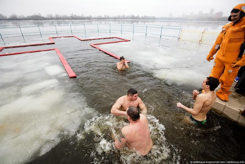 Как купались на Крещение в Киеве
