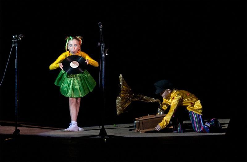 «Из бабушкиного сундучка» - детский образцовый хореографический ансамбль «Отрадушка»