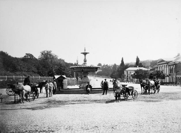 Европейская площадь. Фонтан Иван (первый киевский фонтан, установленный в 1849 г. губернатором Иваном Фундуклеем)