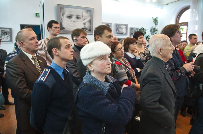 """В Донецке открылась выставка """"Чужого горя не бывает…"""""""