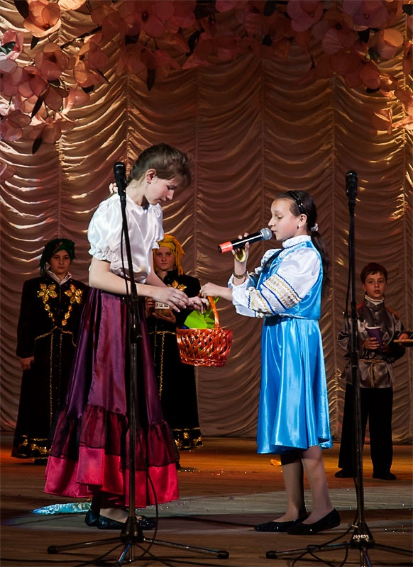 Театрализованное представление в исполнении воспитанников Свято-Владимировского храма.