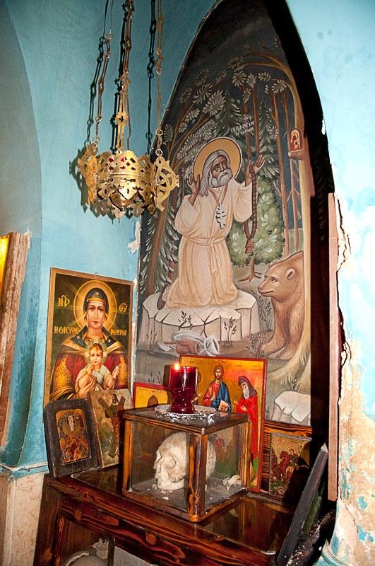 Икона преподобного Серафима Саровского и святые мощи мучеников