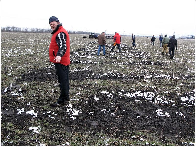 Работа команды сопровождения Киевского воздухоплавательного общества по окончании рекордного полета 27 марта 2011 года