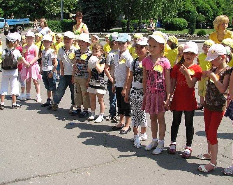 Конкурс детских рисунков на асфальте. Красноармейск.