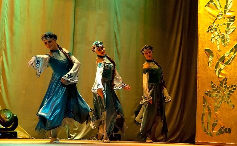 «Лети, перышко» - хореографическая композиция в исполнении Образцового хореографического ансамбля «Отрадушка».