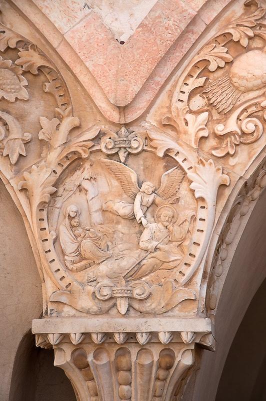 Неподалеку от Храма Рождества есть пещера, превращенная в часовню, так называемый Молочный Грот - Милко Гротто - место, где Мария кормила младенца Иисуса.