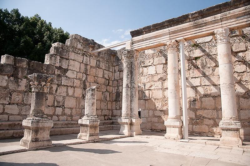 Капернаум. Древняя Синагога и дом Святого Петра.