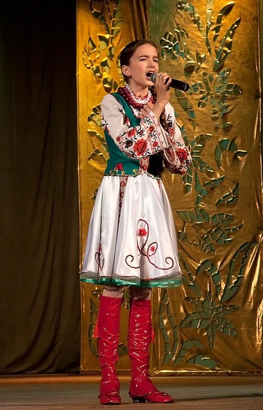 «Мамина коса» - вокальная композиция в исполнении А. Петрикеевой.