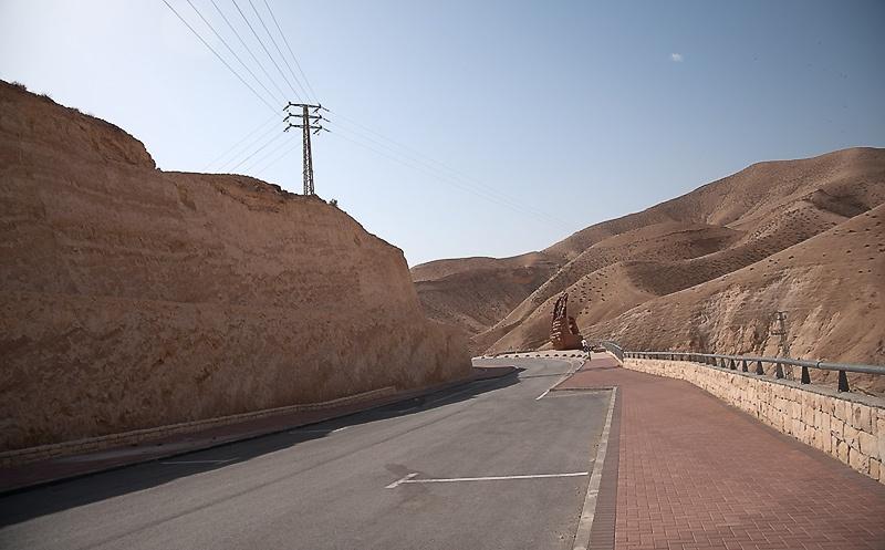 Несколько фотозарисовок. Виды Израиля, рынок, торговые ларьки.