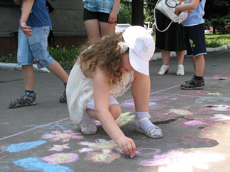 Конкурс детских рисунков на асфальте. Красноармейск