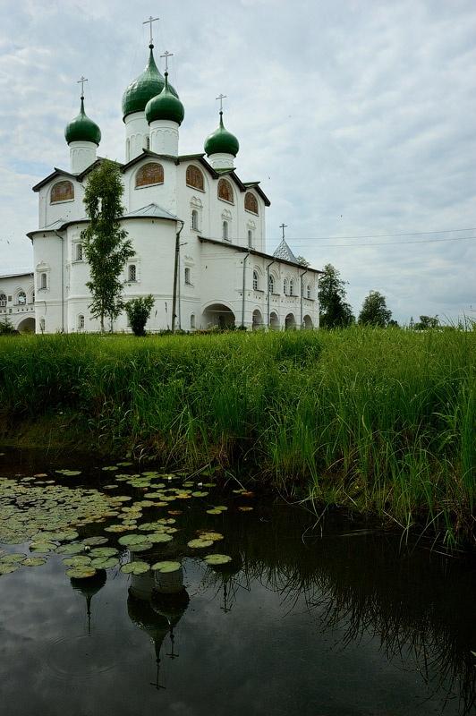 Соборная церковь Николая Чудотворца. Новгородская обл., Вяжищи, 2008 год. Сергей Томас.