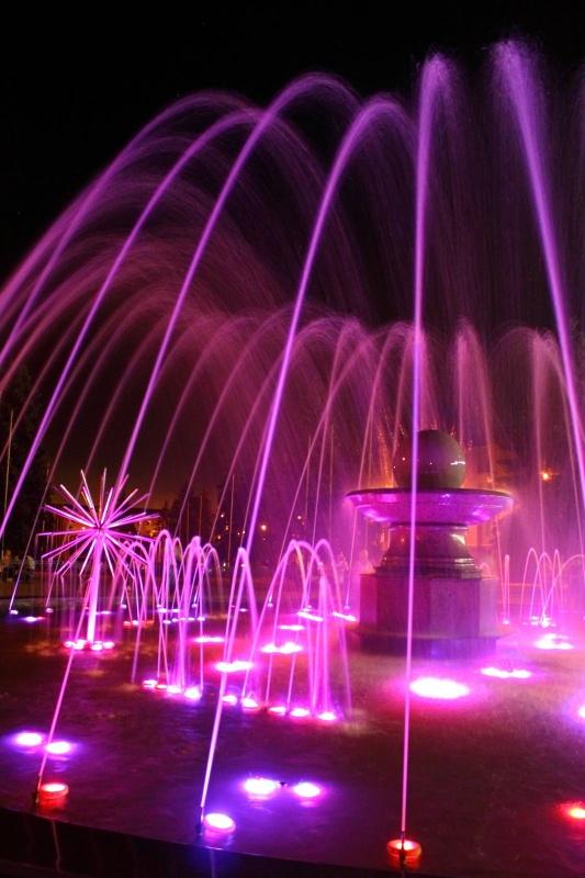 Ночной фонтан в городе Енакиево