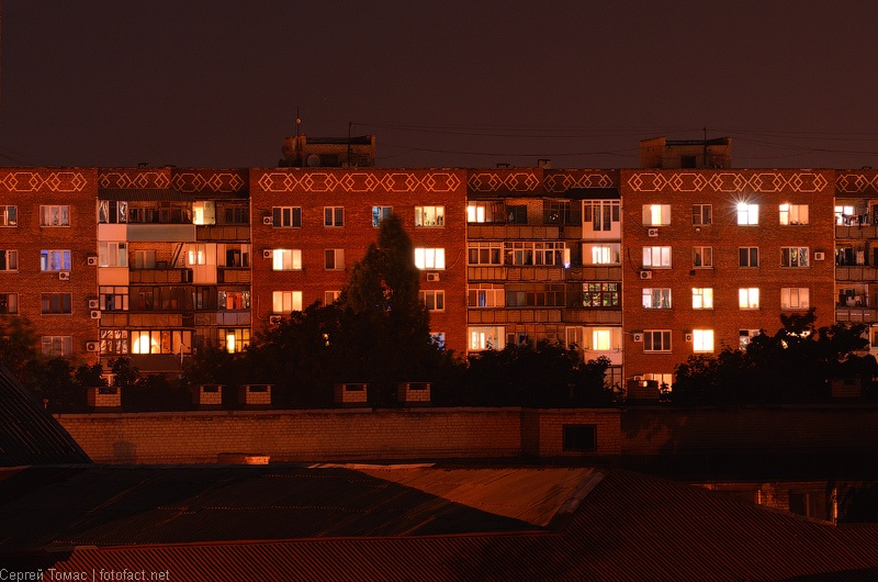 Ночной Красноармейск. Центр. Площадь Шибанкова. Фото Сергей Томас