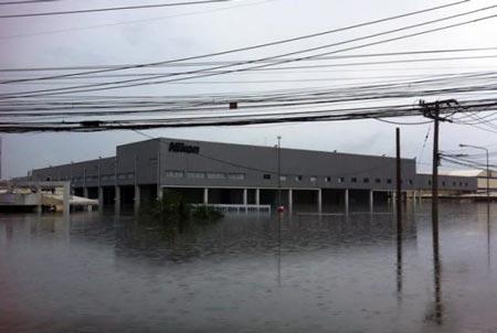 Наводнение затопило фабрики Nikon в Таиланде