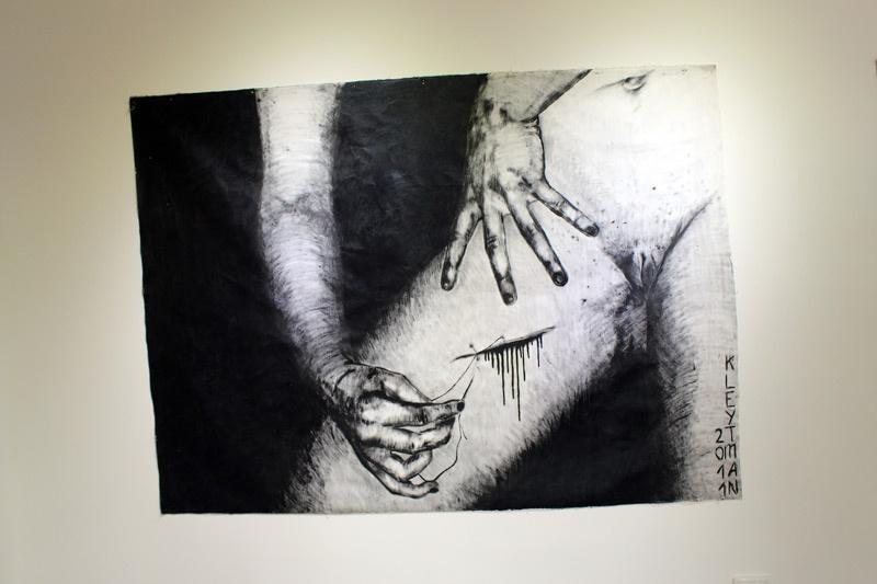 Сексуальное издевательство над японкой 9 фотография