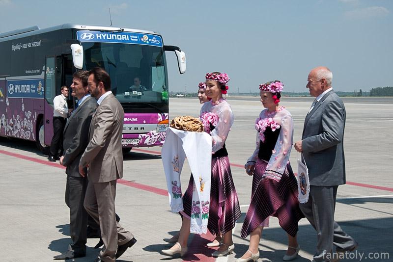 Сборная Украины по футболу прилетела в Донецк