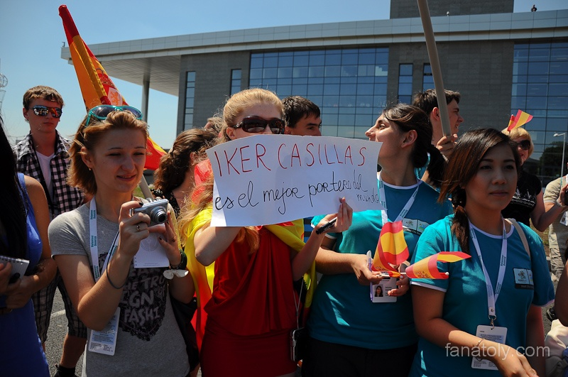 Сборная Испании прилетела в Донецк