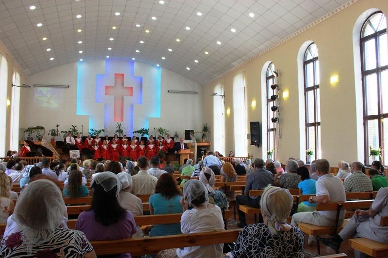 Богослужение в Макеевской Библейской Церкви Украины