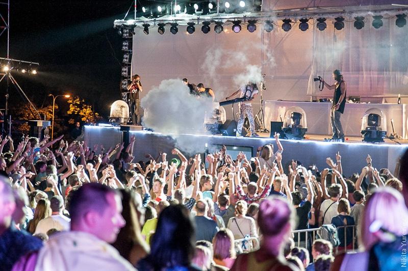 Стив Аоки дым на сцене