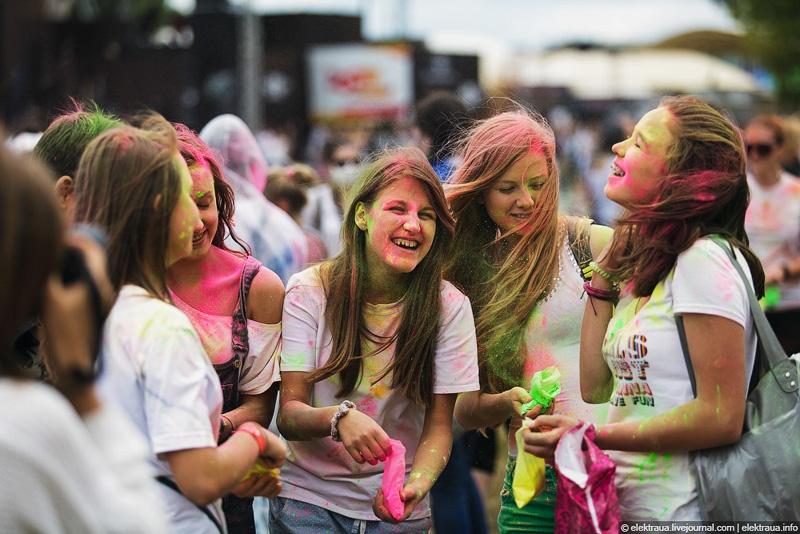 Фестиваль красок Холи в Киеве