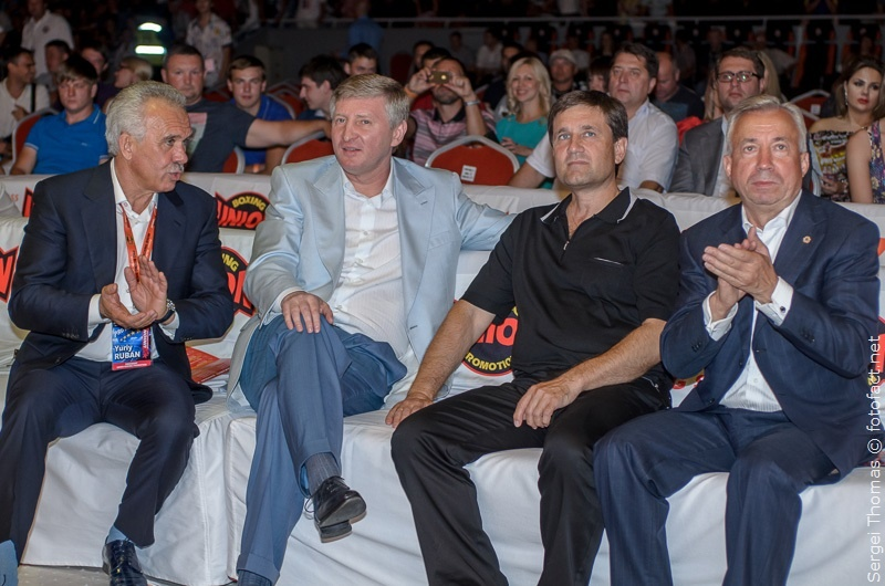Ринат Ахметов смотрит бокс