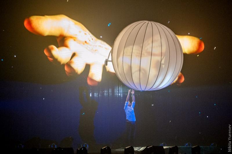Armin van Buuren светящийся шар
