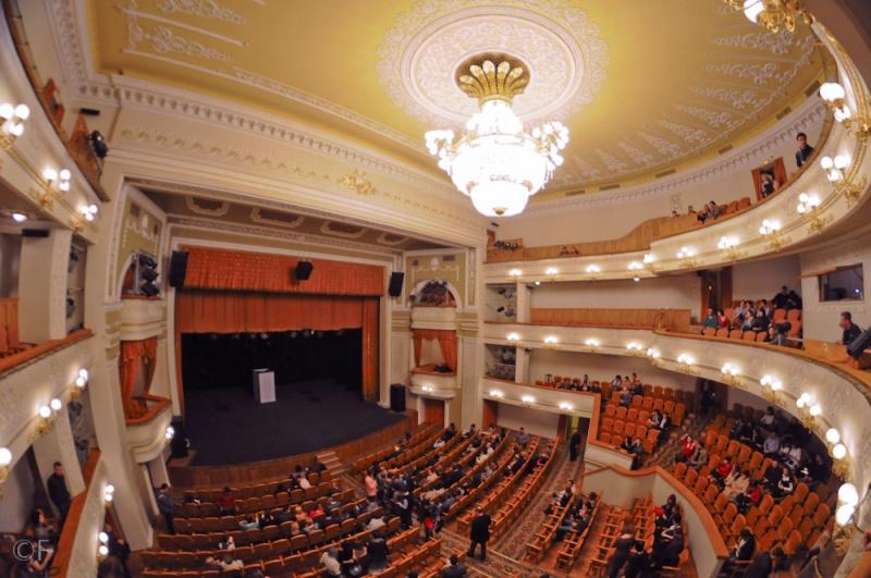 Театр 19. Двери
