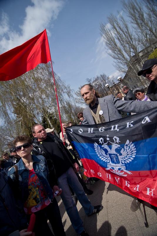 Флаг Донецкой республики в Красноармейске