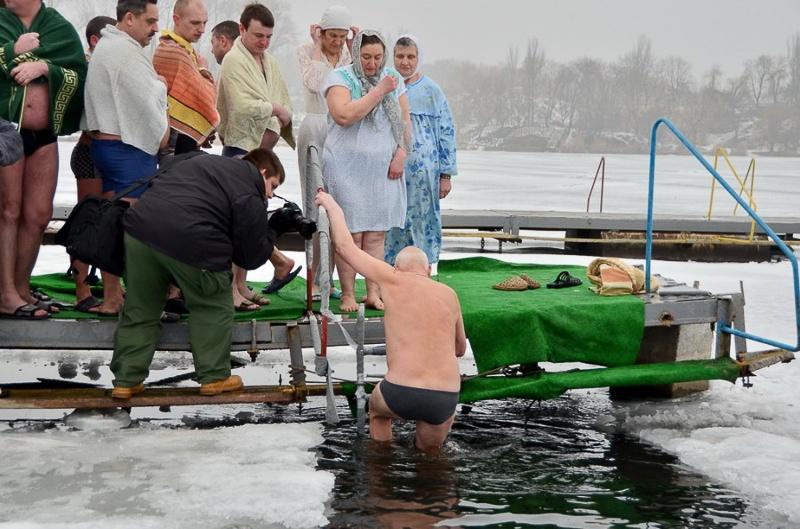 купание в проруби в Донецке 2015