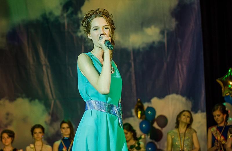 Праздничный выпускной вечер в Покровске - 2016