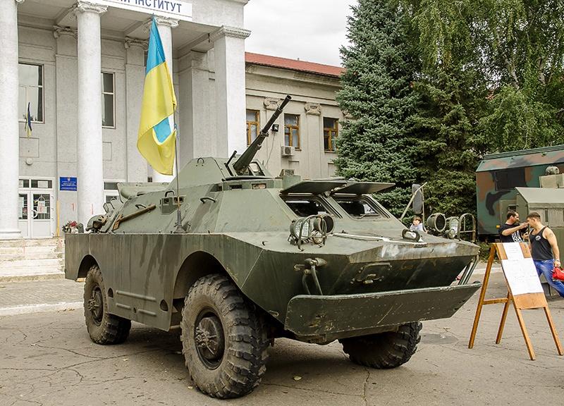 Выставка военной техники в Покровске