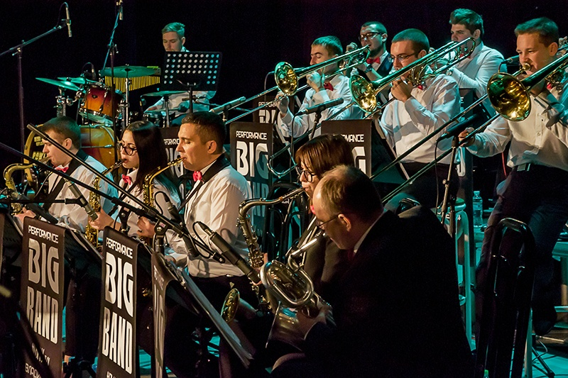 PERFORMANCE BIG BAND
